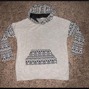 Aztec Hoodie w/pockets sz Large, cute w/leggings